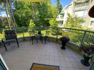 """Photo 7: 207 1725 MARTIN Drive in Surrey: Sunnyside Park Surrey Condo for sale in """"Southwynde by Bosa Construction"""" (South Surrey White Rock)  : MLS®# R2589196"""