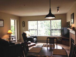 Photo 1: 302 5855 COWRIE Street in Sechelt: Sechelt District Condo for sale (Sunshine Coast)  : MLS®# R2196290