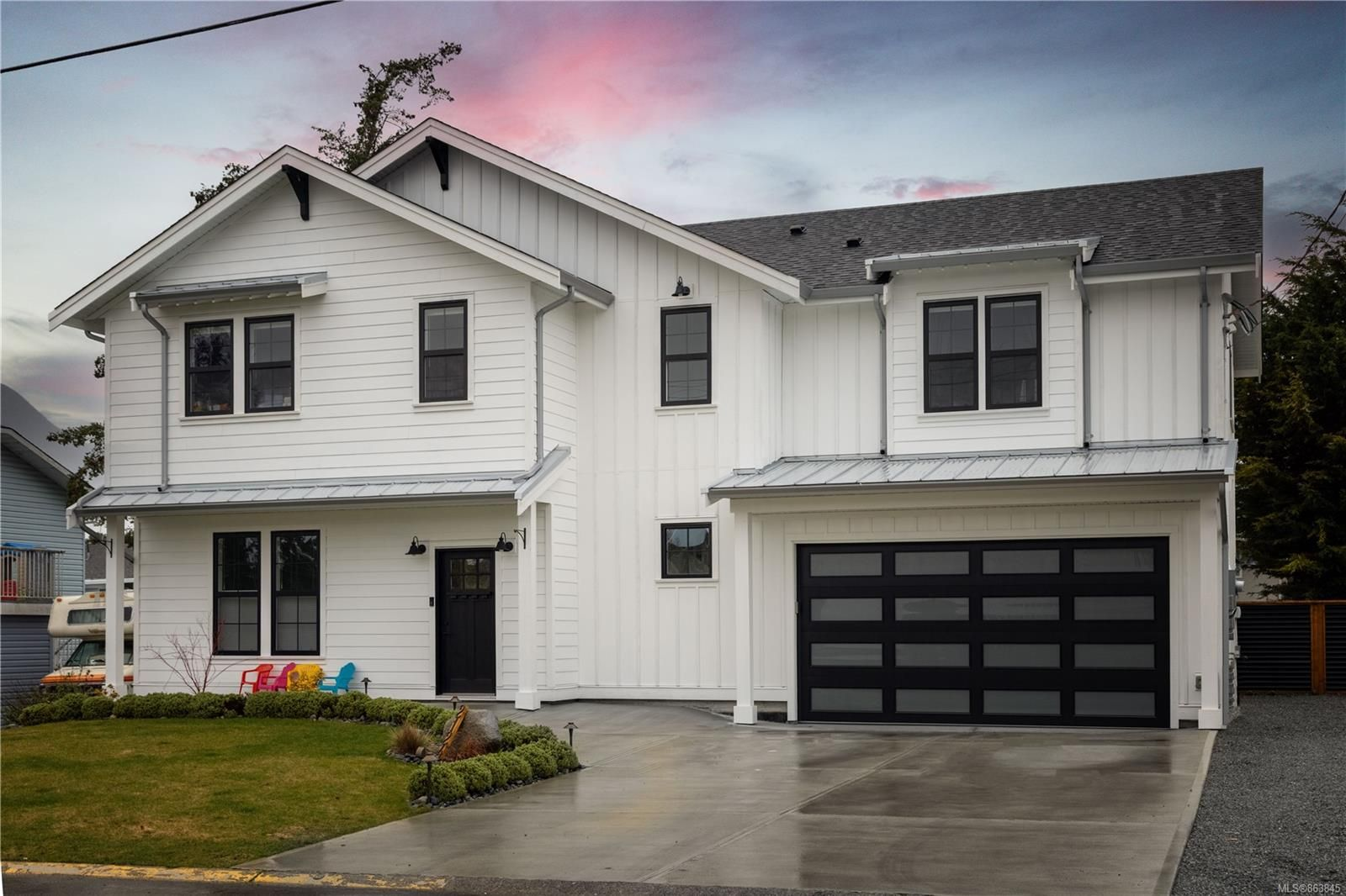 Main Photo: 2124 Colinwood Rd in : Si Sidney North-East House for sale (Sidney)  : MLS®# 863845