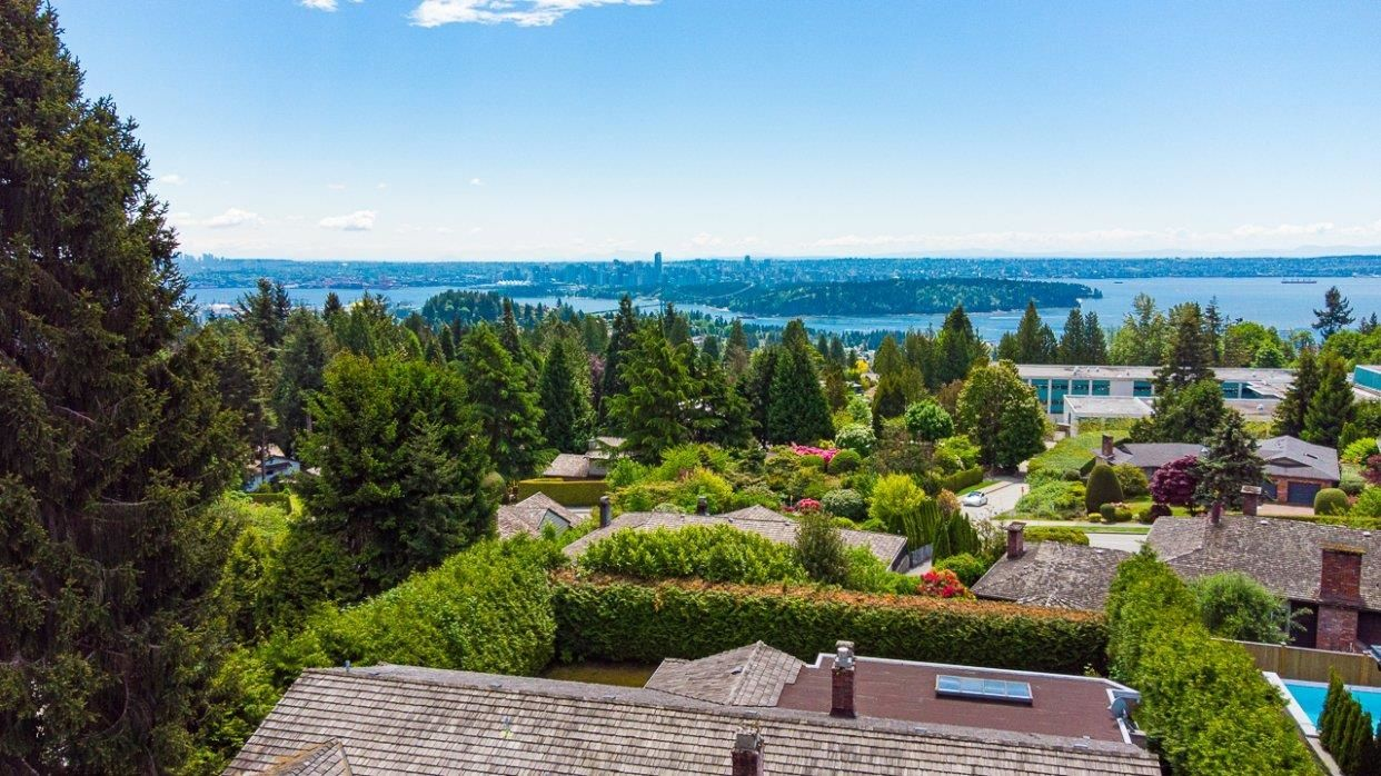 Main Photo: 1222 CHARTWELL Crescent in West Vancouver: Chartwell House for sale : MLS®# R2615007