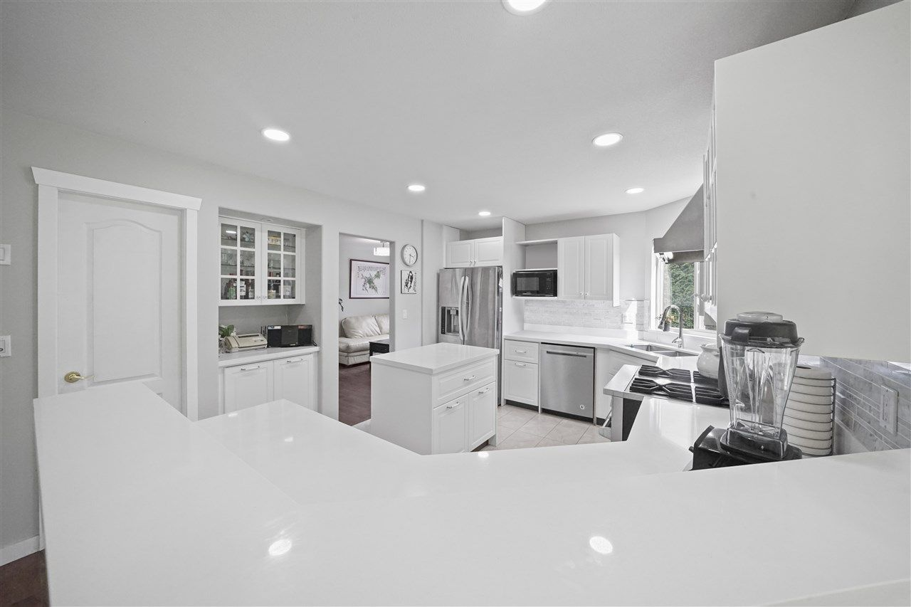 """Photo 2: Photos: 5268 CLIPPER Place in Delta: Neilsen Grove House for sale in """"MARINA GARDENS"""" (Ladner)  : MLS®# R2396213"""