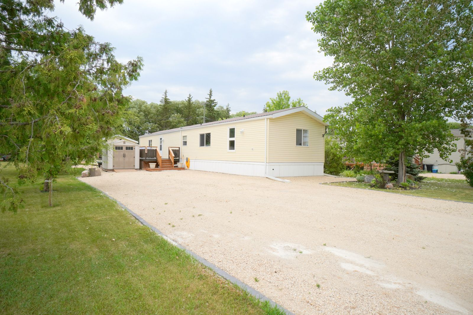 Main Photo: 31 North Drive in Portage la Prairie RM: House for sale : MLS®# 202117386