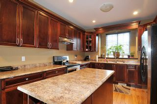 """Photo 7: 11735 GILLAND Loop in Maple Ridge: Cottonwood MR House for sale in """"RICHMOND HILL"""" : MLS®# R2027944"""