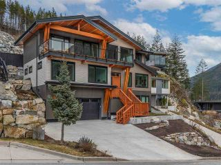 """Photo 2: 38580 HIGH CREEK Drive in Squamish: Plateau House for sale in """"Crumpit Woods"""" : MLS®# R2547060"""