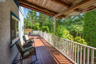 Photo 3: 706 Lindsay St in VICTORIA: SW Royal Oak House for sale (Saanich West)  : MLS®# 788621