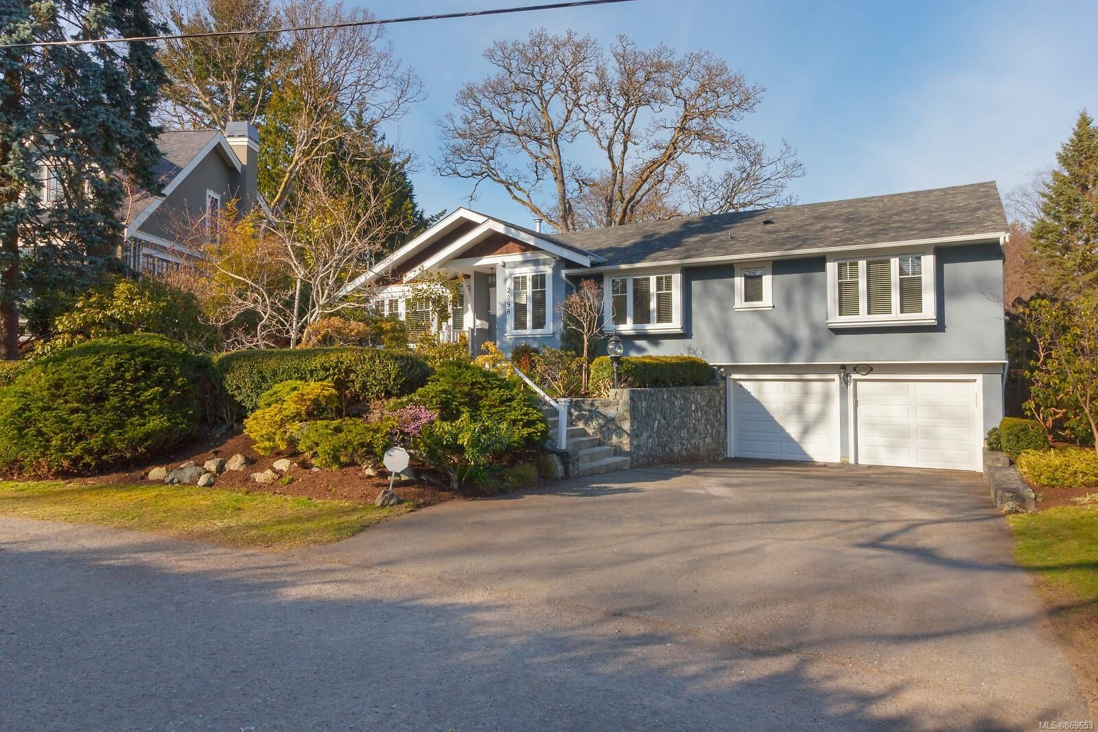 Main Photo: 2098 Falkland Pl in : OB South Oak Bay House for sale (Oak Bay)  : MLS®# 869653
