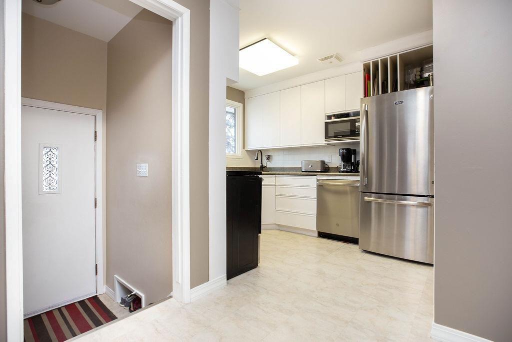 Photo 11: Photos: 61 Vincent Massey Boulevard in Winnipeg: Windsor Park Residential for sale (2G)  : MLS®# 202005748