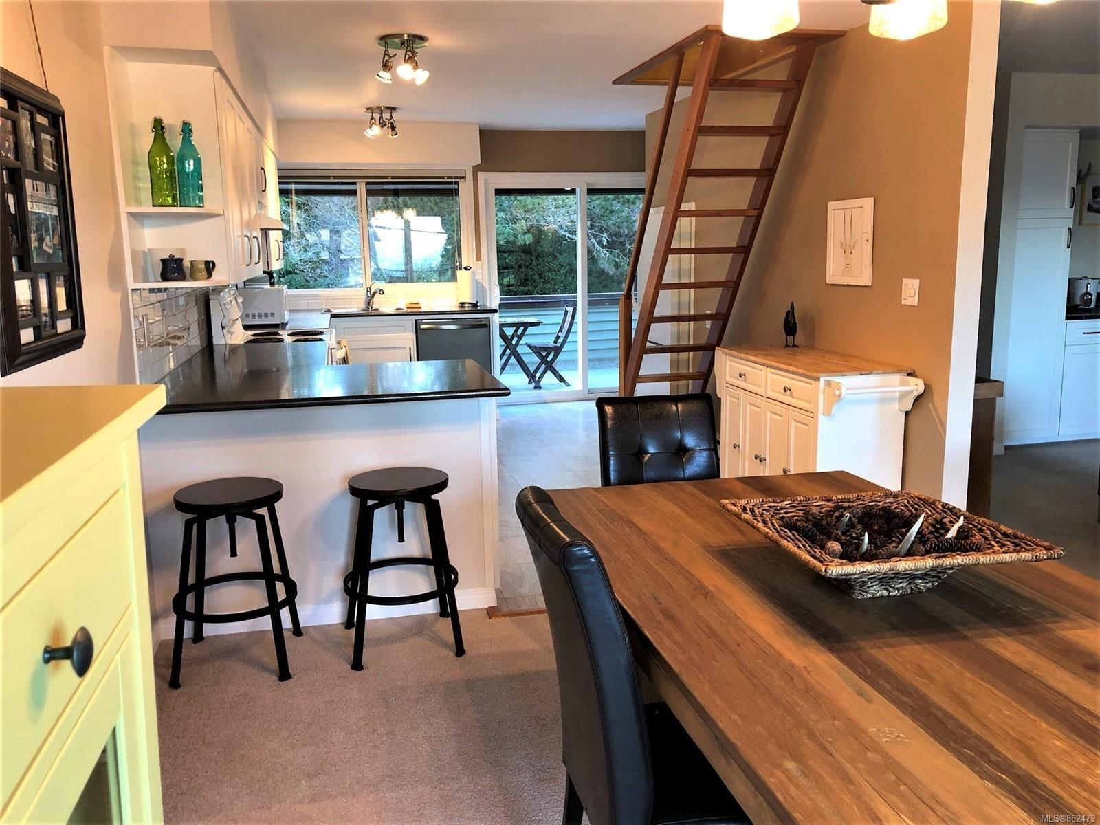 Photo 19: Photos: 6 570 W CRESCENT Rd in : PQ Qualicum Beach Row/Townhouse for sale (Parksville/Qualicum)  : MLS®# 862479