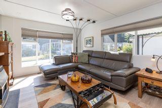 "Photo 5: 71 7850 KING GEORGE Boulevard in Surrey: East Newton Manufactured Home for sale in ""Bear Creek Glen"" : MLS®# R2623355"
