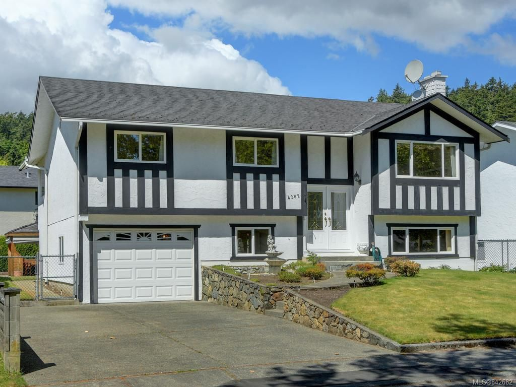 Main Photo: 4362 Shelbourne St in Saanich: SE Gordon Head House for sale (Saanich East)  : MLS®# 842682