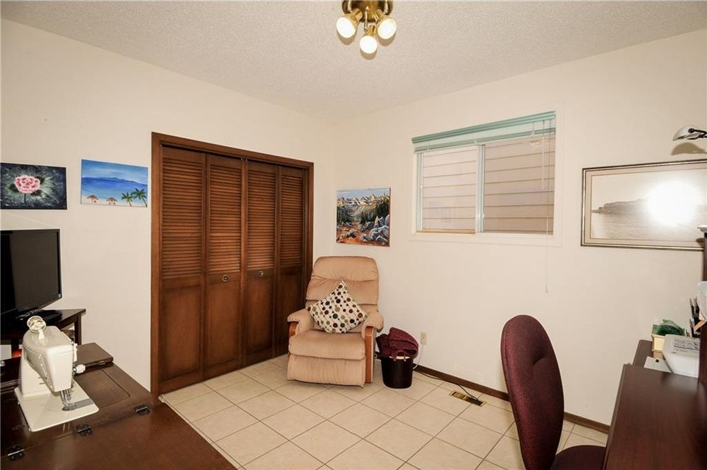 Photo 17: Photos: 52 BERKSHIRE Road NW in Calgary: Beddington Heights House for sale : MLS®# C4105449