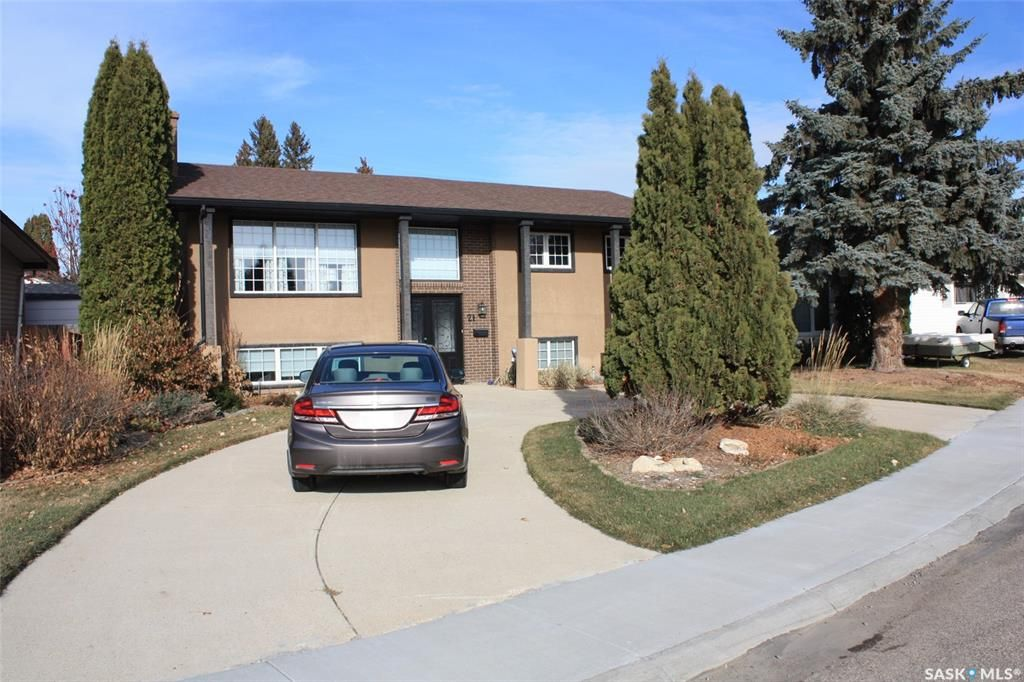 Main Photo: 21 Rennie Place in Saskatoon: East College Park Residential for sale : MLS®# SK848814