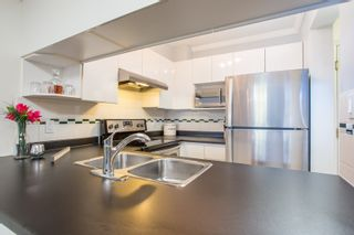 """Photo 6: 411 3638 W BROADWAY in Vancouver: Kitsilano Condo for sale in """"CORAL COURT"""" (Vancouver West)  : MLS®# R2461074"""
