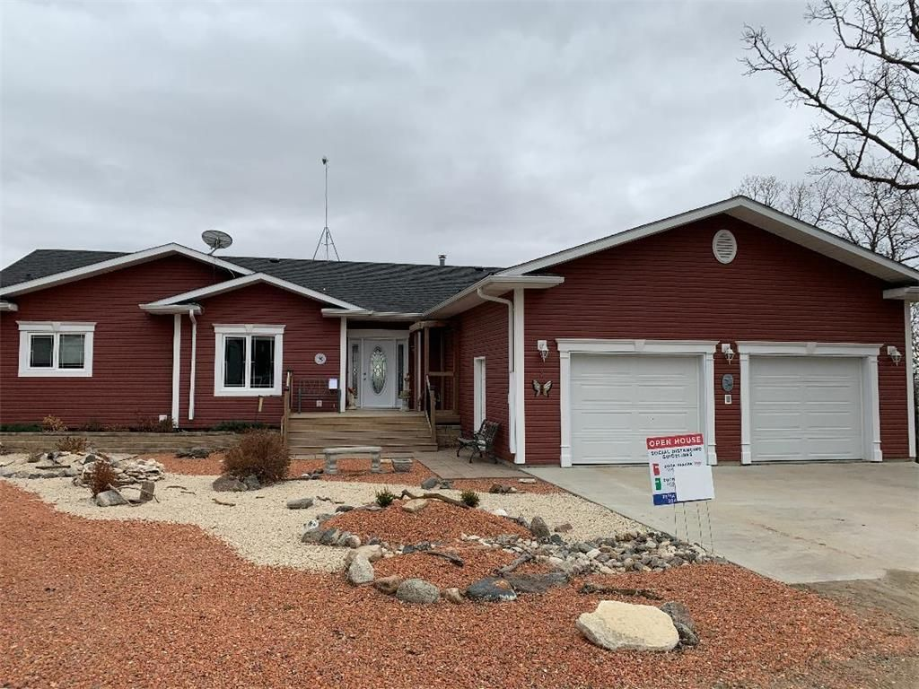 Main Photo: 3 Pelican Drive in Pelican Lake: R34 Residential for sale (R34 - Turtle Mountain)  : MLS®# 202026627