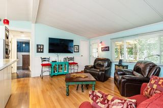 "Photo 4: 215 20071 24 Avenue in Langley: Brookswood Langley Manufactured Home for sale in ""Fernridge Park"" : MLS®# R2538356"