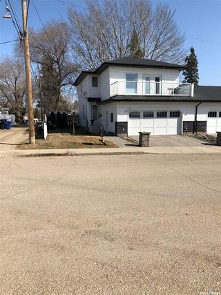 Photo 2: 901 2nd Street East in Saskatoon: Haultain Residential for sale : MLS®# SK842290