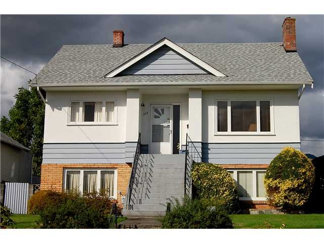 Main Photo: 322 E 11TH Street in North Vancouver: Central Lonsdale House for sale : MLS®# V912678