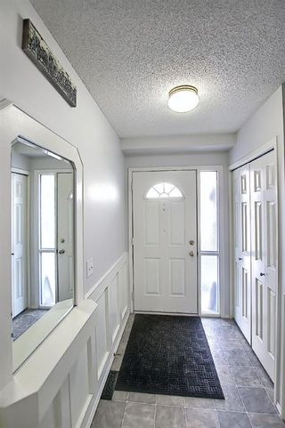 Photo 5: 96 Glenbrook Villas SW in Calgary: Glenbrook Row/Townhouse for sale : MLS®# A1072374
