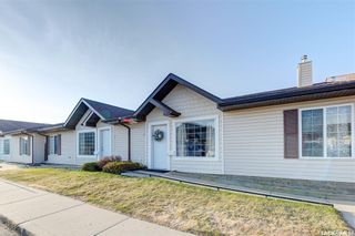 Photo 2: 12 135 Keedwell Street in Saskatoon: Willowgrove Residential for sale : MLS®# SK850976