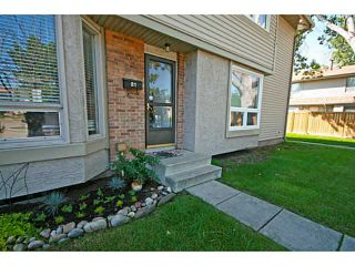 Photo 2: 81 123 QUEENSLAND Drive SE in CALGARY: Queensland Residential Attached for sale (Calgary)  : MLS®# C3624581