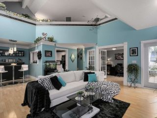 """Photo 3: 13 9785 152B Street in Surrey: Guildford Townhouse for sale in """"Turnberry Place"""" (North Surrey)  : MLS®# R2125112"""