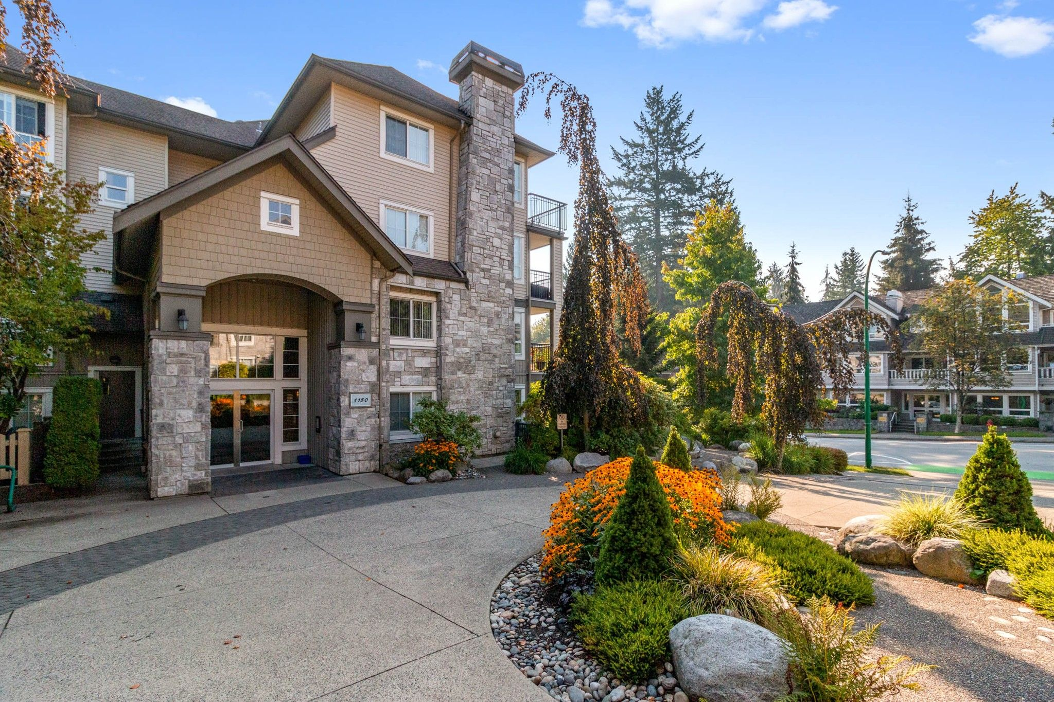 """Main Photo: 305 1150 E 29TH Street in North Vancouver: Lynn Valley Condo for sale in """"Highgate"""" : MLS®# R2497351"""