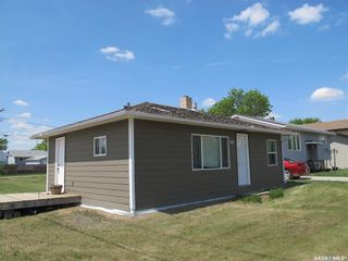Photo 2: 119 Grove Street in Lampman: Residential for sale : MLS®# SK851666