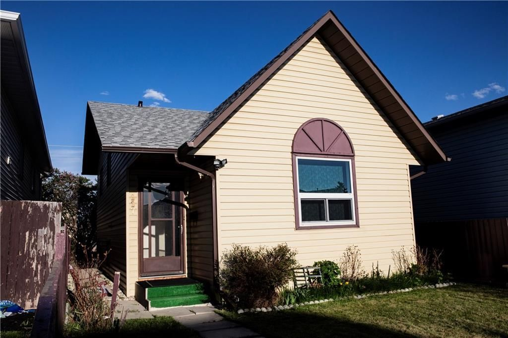 Main Photo: 227 FALMERE Way NE in Calgary: Falconridge Detached for sale : MLS®# C4299797