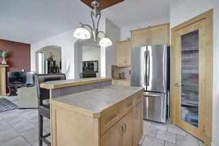 Photo 9: 34 Crestmont Drive SW in Calgary: Crestmont Detached for sale : MLS®# A1119055