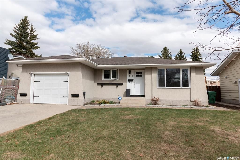 Main Photo: 430 Laval Crescent in Saskatoon: East College Park Residential for sale : MLS®# SK852521