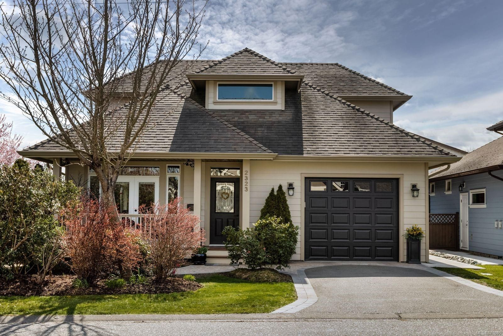 Main Photo: 2323 Malaview Ave in : Si Sidney North-East House for sale (Sidney)  : MLS®# 871805