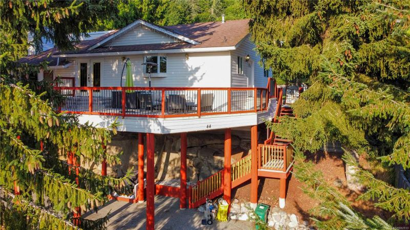 FEATURED LISTING: 44 Porter Rd