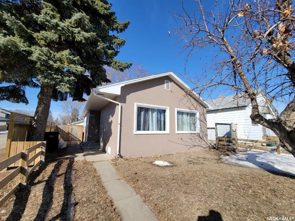 Main Photo: 201 S Avenue North in Saskatoon: Mount Royal SA Residential for sale : MLS®# SK845075