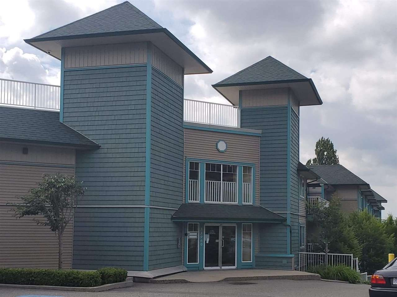 """Main Photo: 407 33960 OLD YALE Road in Abbotsford: Central Abbotsford Condo for sale in """"OLD YALE HEIGHTS"""" : MLS®# R2499608"""