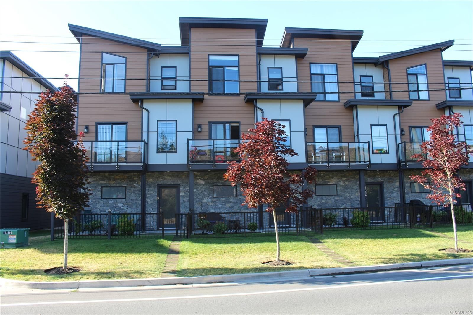 Main Photo: 118 687 Strandlund Ave in : La Langford Proper Row/Townhouse for sale (Langford)  : MLS®# 881826
