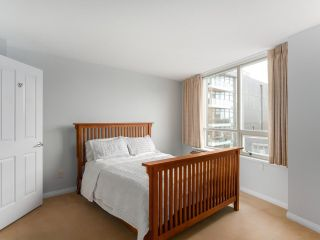 "Photo 11: 900 1570 W 7TH Avenue in Vancouver: Fairview VW Condo for sale in ""Terraces on 7th"" (Vancouver West)  : MLS®# R2532218"