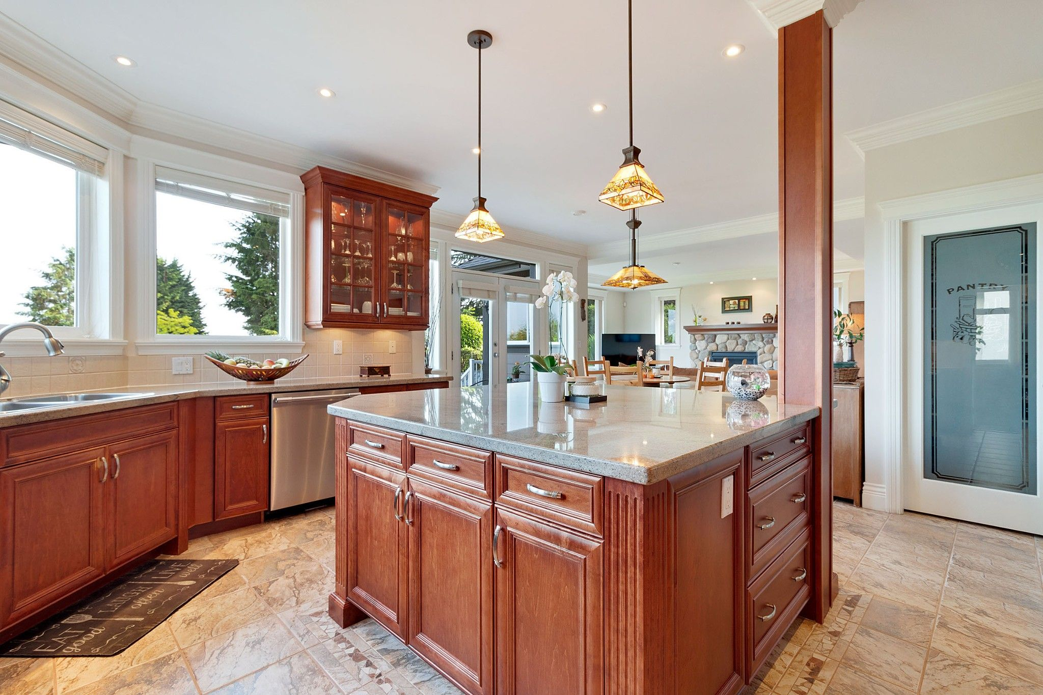 Photo 7: Photos: 1237 DYCK Road in North Vancouver: Lynn Valley House for sale : MLS®# R2374868