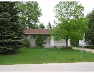 Photo 1: 881 LAXDAL Road in WINNIPEG: Charleswood Residential for sale (South Winnipeg)  : MLS®# 2810704
