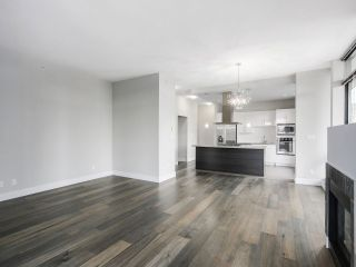 """Photo 6: 1901 2959 GLEN Drive in Coquitlam: North Coquitlam Condo for sale in """"THE PARC"""" : MLS®# R2149009"""