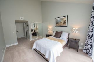 Photo 12: SCRIPPS RANCH Townhouse for sale : 2 bedrooms : 9934 Caminito Chirimolla in San Diego