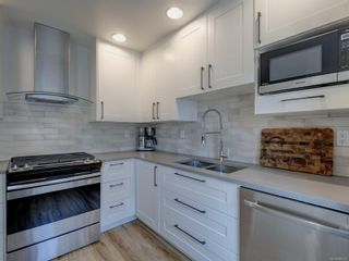 Photo 10: 2 2828 Shelbourne St in : Vi Oaklands Row/Townhouse for sale (Victoria)  : MLS®# 866174