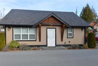 """Photo 2: 111 518 SHAW Road in Gibsons: Gibsons & Area Condo for sale in """"Cedar Gardens"""" (Sunshine Coast)  : MLS®# R2538487"""