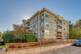 Photo 30: 102 1025 Meares St in Victoria: Vi Downtown Condo for sale : MLS®# 858477