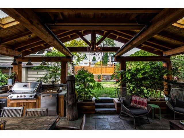 """Main Photo: 552 E 6TH Street in North Vancouver: Lower Lonsdale House for sale in """"QUEENSBURY"""" : MLS®# V1126107"""