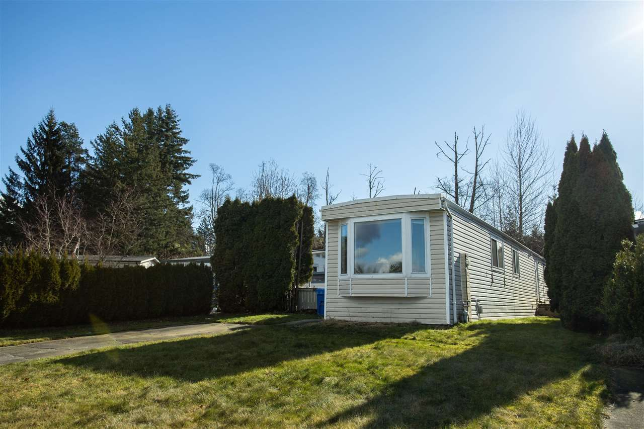 Main Photo: 33876 GILMOUR Drive in Abbotsford: Central Abbotsford Manufactured Home for sale : MLS®# R2580363