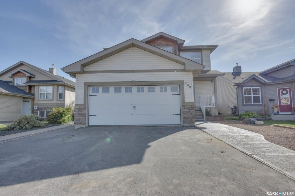 Main Photo: 320 Quessy Drive in Martensville: Residential for sale : MLS®# SK872084