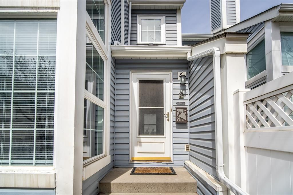 Main Photo: 51 28 Berwick Crescent NW in Calgary: Beddington Heights Row/Townhouse for sale : MLS®# A1100183