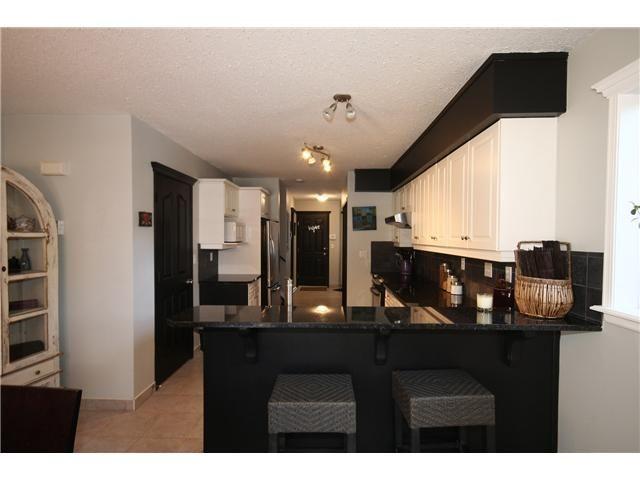 Photo 4: Photos: 1425 1 Street NE in CALGARY: Crescent Heights Townhouse for sale (Calgary)  : MLS®# C3550740