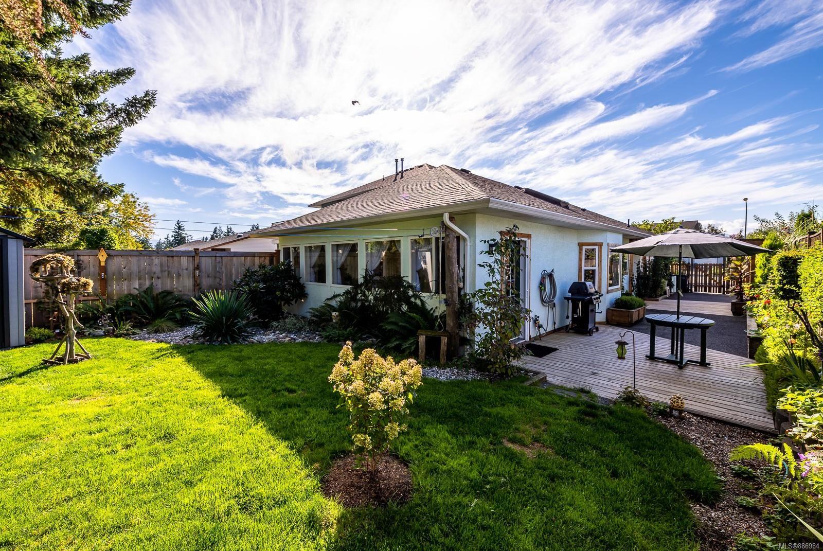 Main Photo: A 660 Bunting Pl in : CV Comox (Town of) Half Duplex for sale (Comox Valley)  : MLS®# 886984