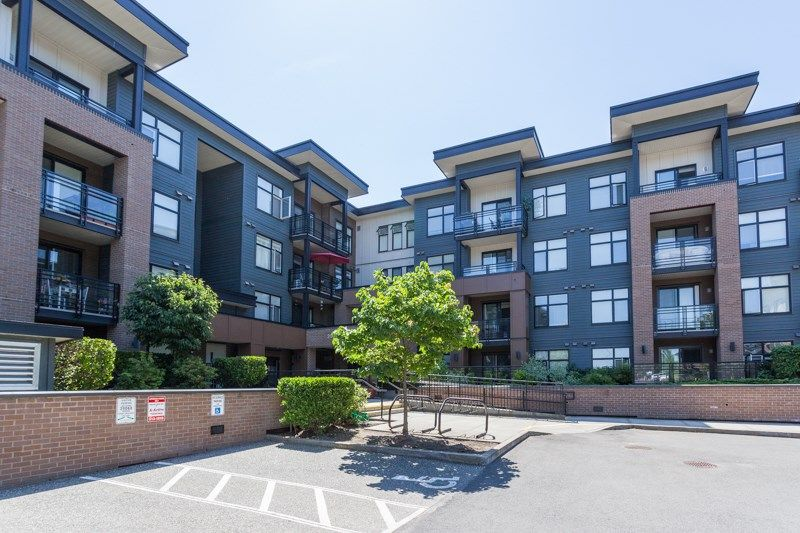 """Main Photo: 403 20068 FRASER Highway in Langley: Langley City Condo for sale in """"Varsity"""" : MLS®# R2184158"""